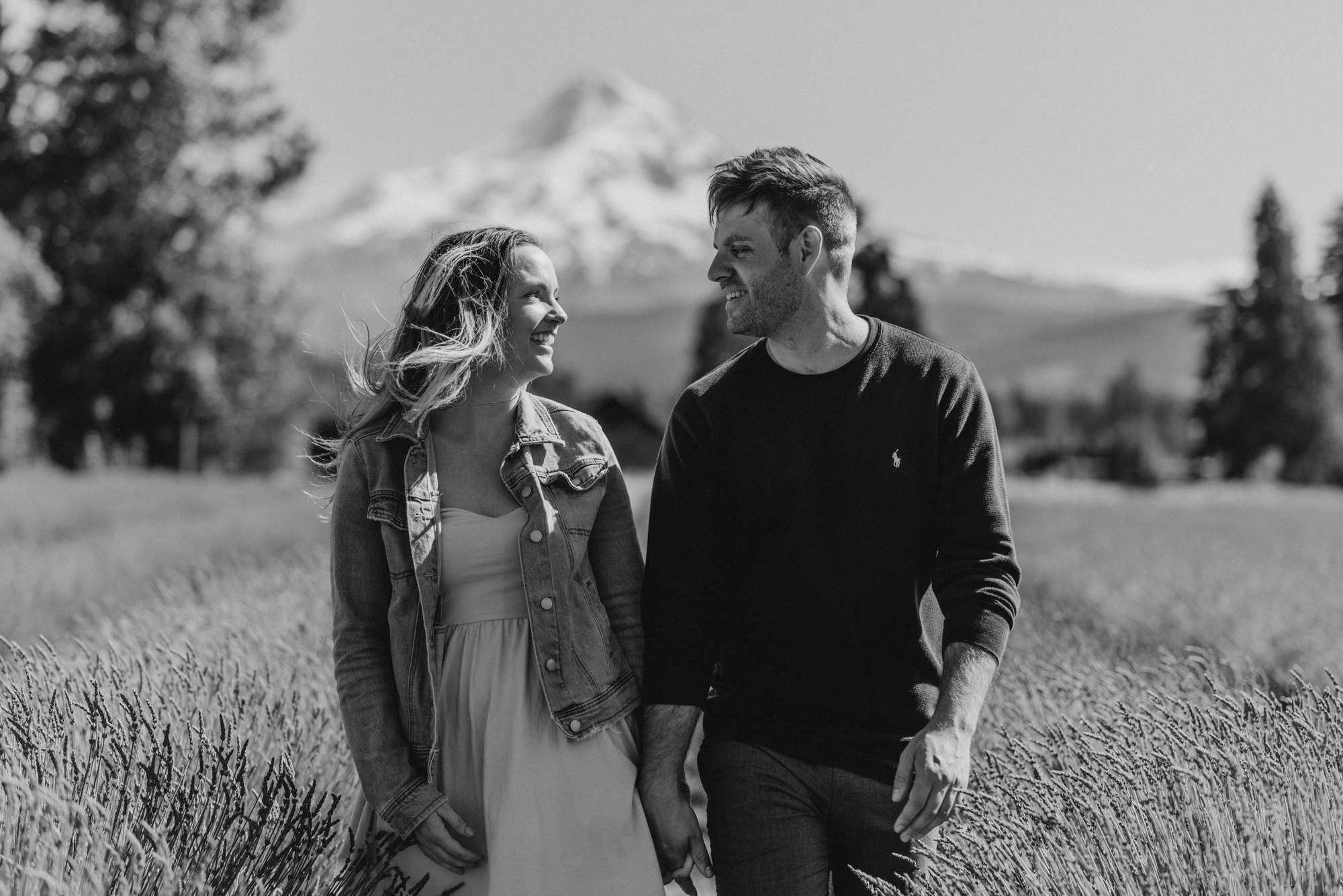 28-Mt-hood-lavender-farms-engagment-couple-summer-7786.jpg