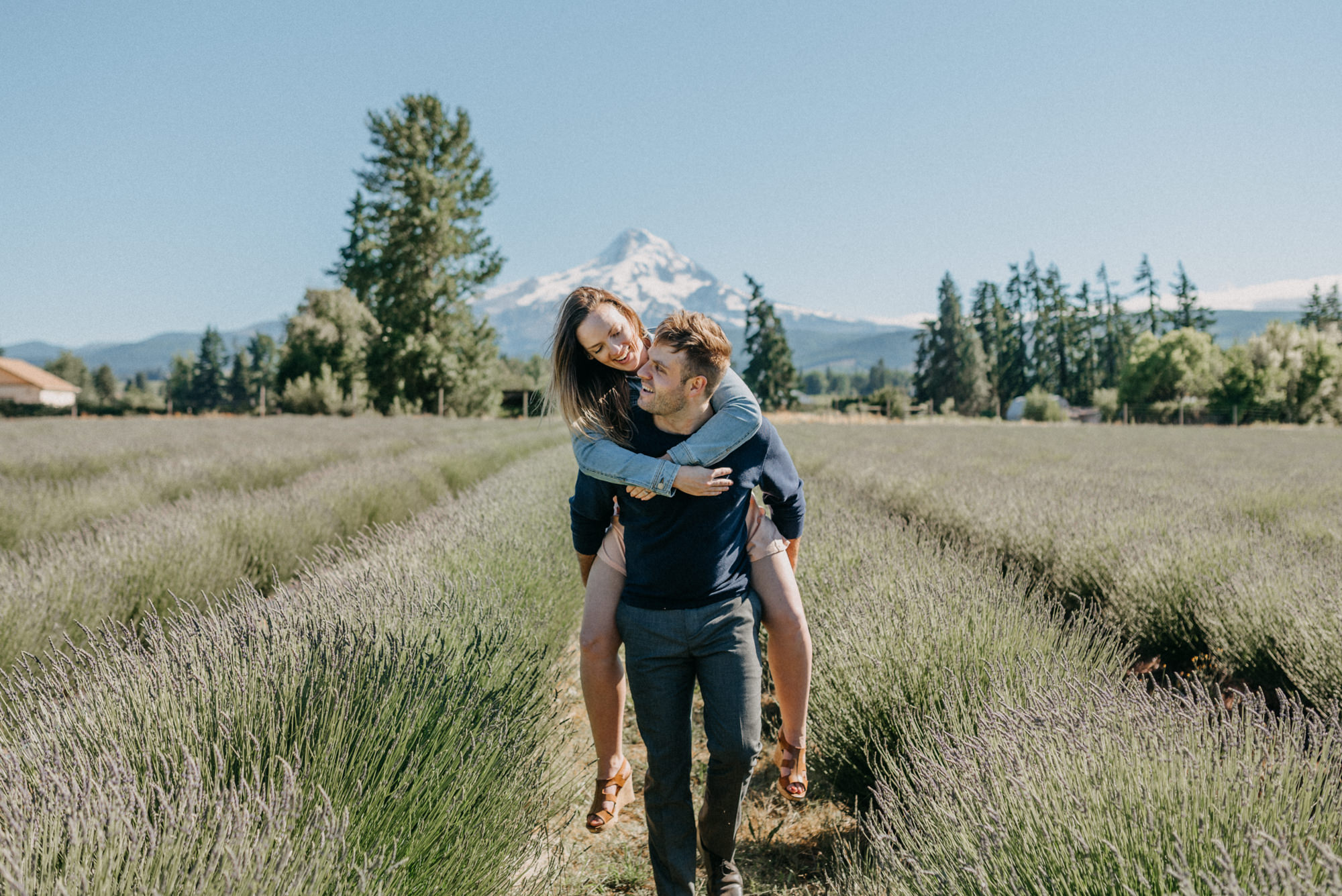 32-Mt-hood-lavender-farms-engagment-couple-summer-7818.jpg