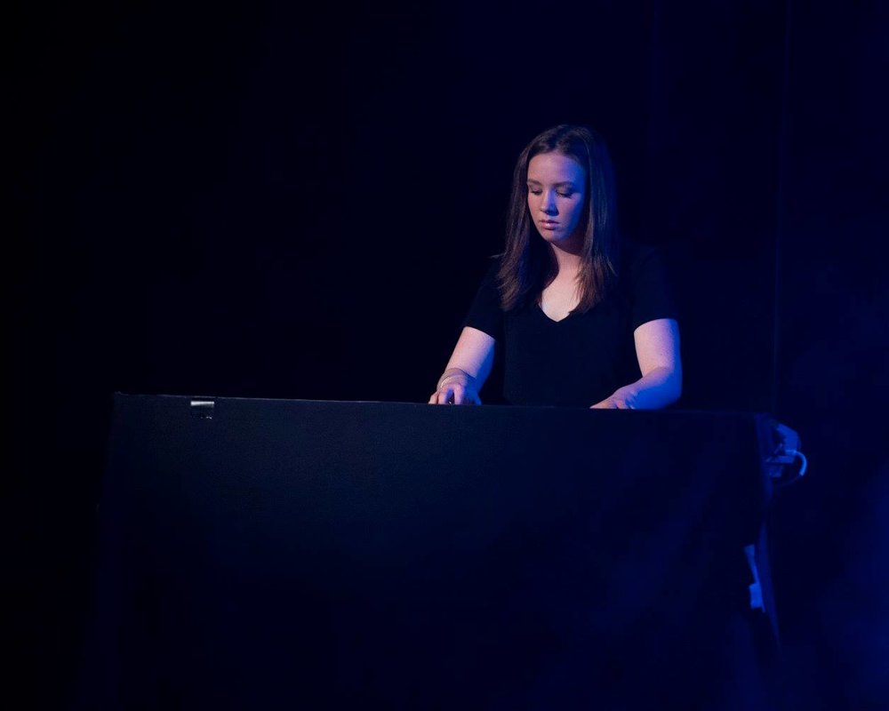 Robyn Armstrong, vocalist / keys