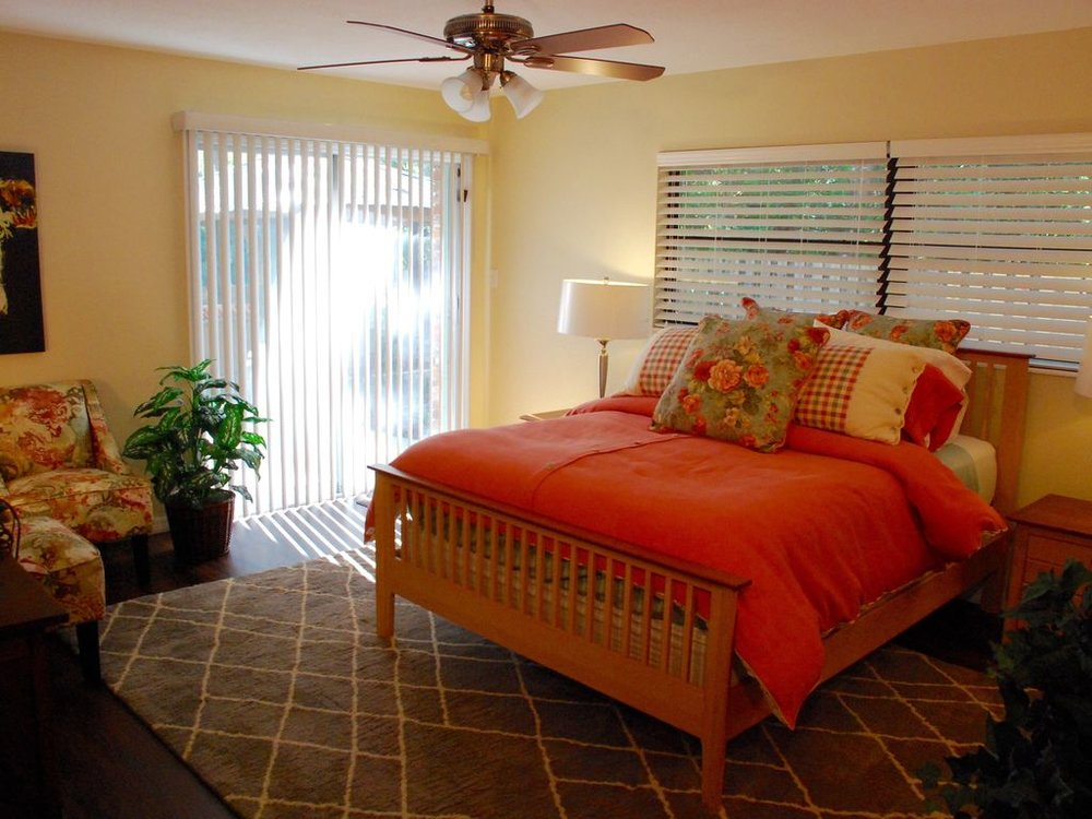 All bedrooms feature ceiling fans and luxurious 700-thread count linens.