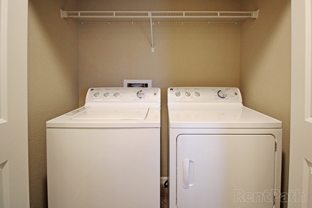 100053423_hdp_brookledge_int_fp1_laundry.jpg