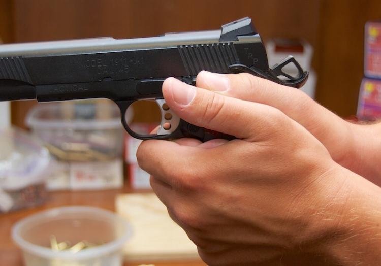 proper-handgun-grip-3.jpg