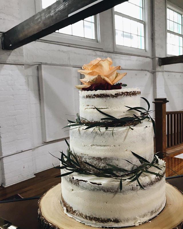 always wanted to make a cake like this! ani + travis had such a wonderful wedding day i was so thankful to be there as their friend and the creator of their wedding cake  #weddigcake #westpalmwedding #bakingcoebakery #bakedgoods #localbakery #shareitifyoulikeit #instayum #fruitcake #flowercake #nakedcake #antiquecake