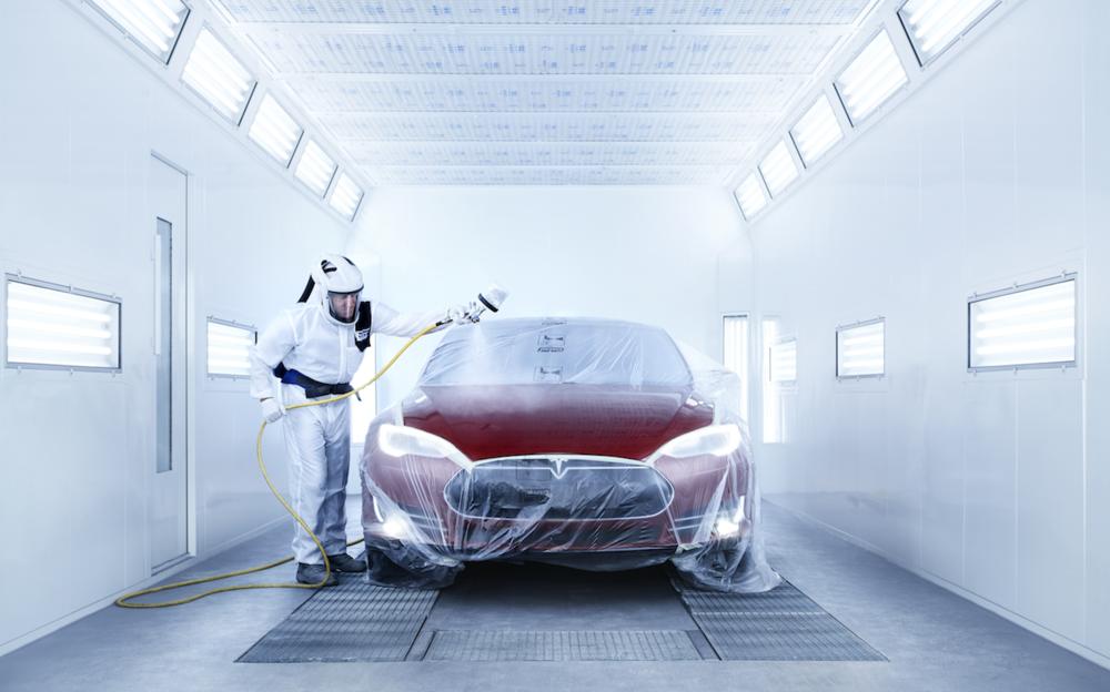 Spuiten - Onze specialisten maken gebruik van een lakmengmachine om de exacte kleur lak van uw auto te maken. Onder beschermende stofvrije condities kan dan uw auto gespoten worden. Als de lak eenmaal aangebracht is, kan de auto snel drogen in een aparte 'moffelcabine'.