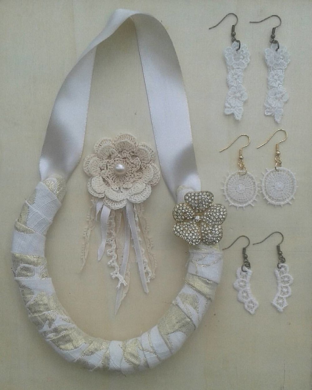 Bridal package - covered Horseshoe,  bridal bouquet pin and matching lace earrings.