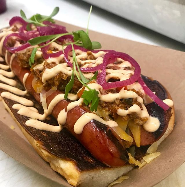 Chili Cheese Dog back on the fall menu!! This year we switched it up a bit. Still the same 1/4lb all beef Frank, @beemstercheese, sriracha crema, and smothered with our chili, on @iggysbakery brioche. Get yours at @idbldg or on the truck!!