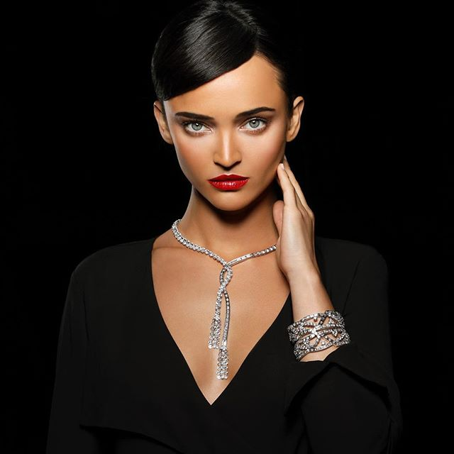 Dripping in diamonds @cehbecker looks fierce as she rocks it for @harrywinston . shoot for @rodistrict | wardrobe styling by @hannahjdotco | makeup by @jenmarinemakeup | hair by @louislopez07 | lighting by @josuesphotos & @rickcarlson3383 | #fashionphotography #jewlery #luxurylifestyle #blackisthenewblack #diamonds #whatstrending #femalephotographer #luxelife #sparklecity