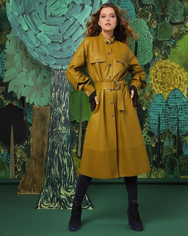 Painted landscape by Andrew Catanese, makes the perfect backdrop for @hermes lovely leather coat. Worn beautifully by @liza_kei  Styling- @hannahjdotco  Hair- @discodestiny  Makeup- @samantha Shot for @shopbuckheadatl fall/winter campaign  #femalefashionphotographer  #leatherlove #fashionpassion #luxurybrand #atlantastyle