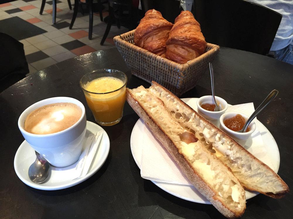 Petit dejeuner francais