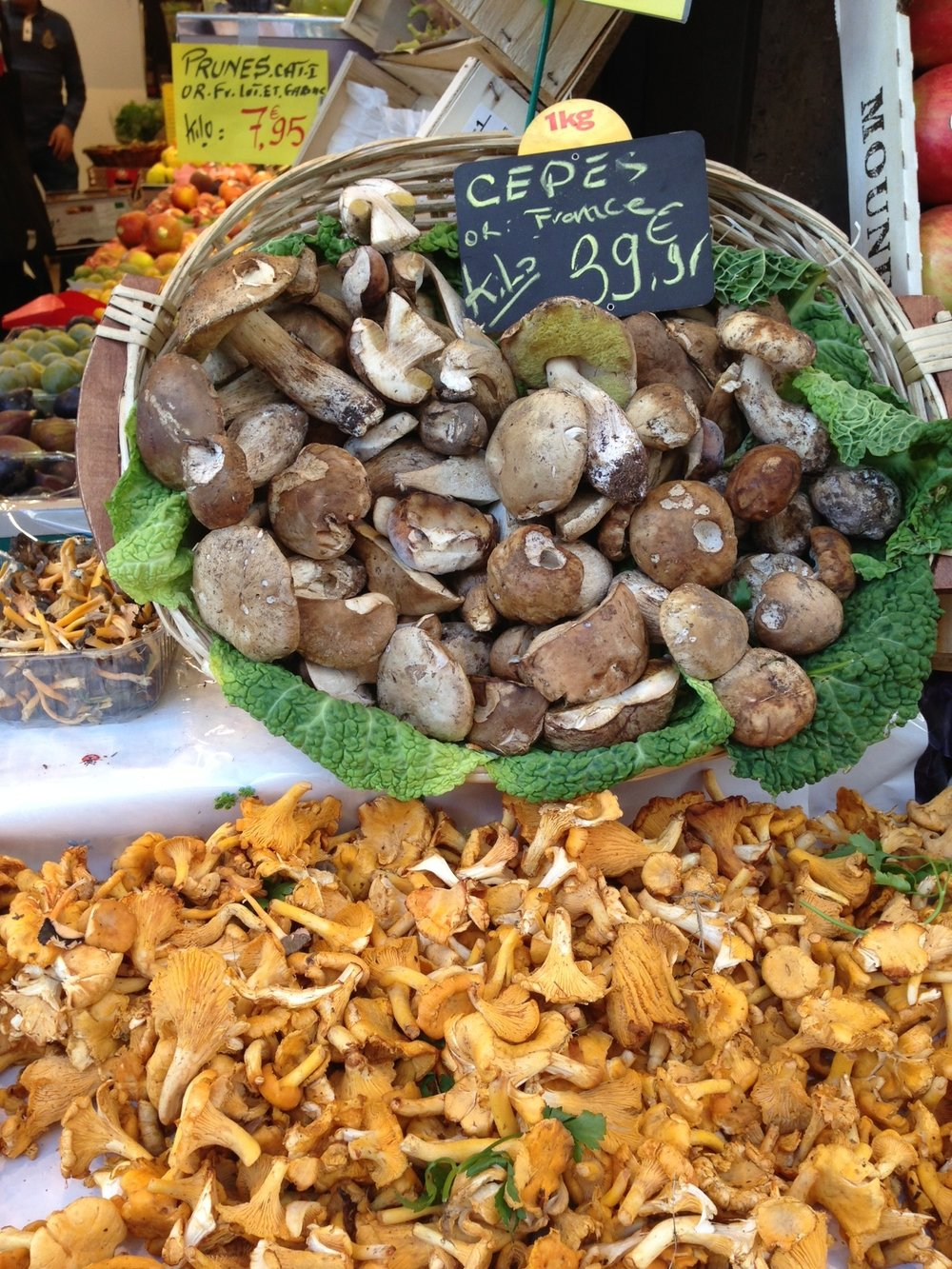 Cepes and girolles