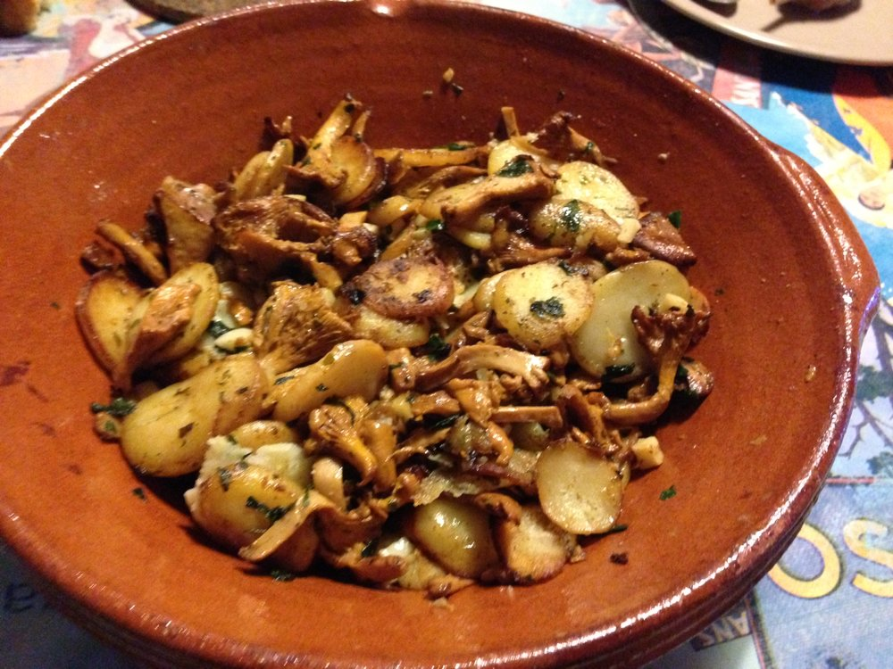 Girolles and potatoes sautéed in duck fat, just like in Sarlat!