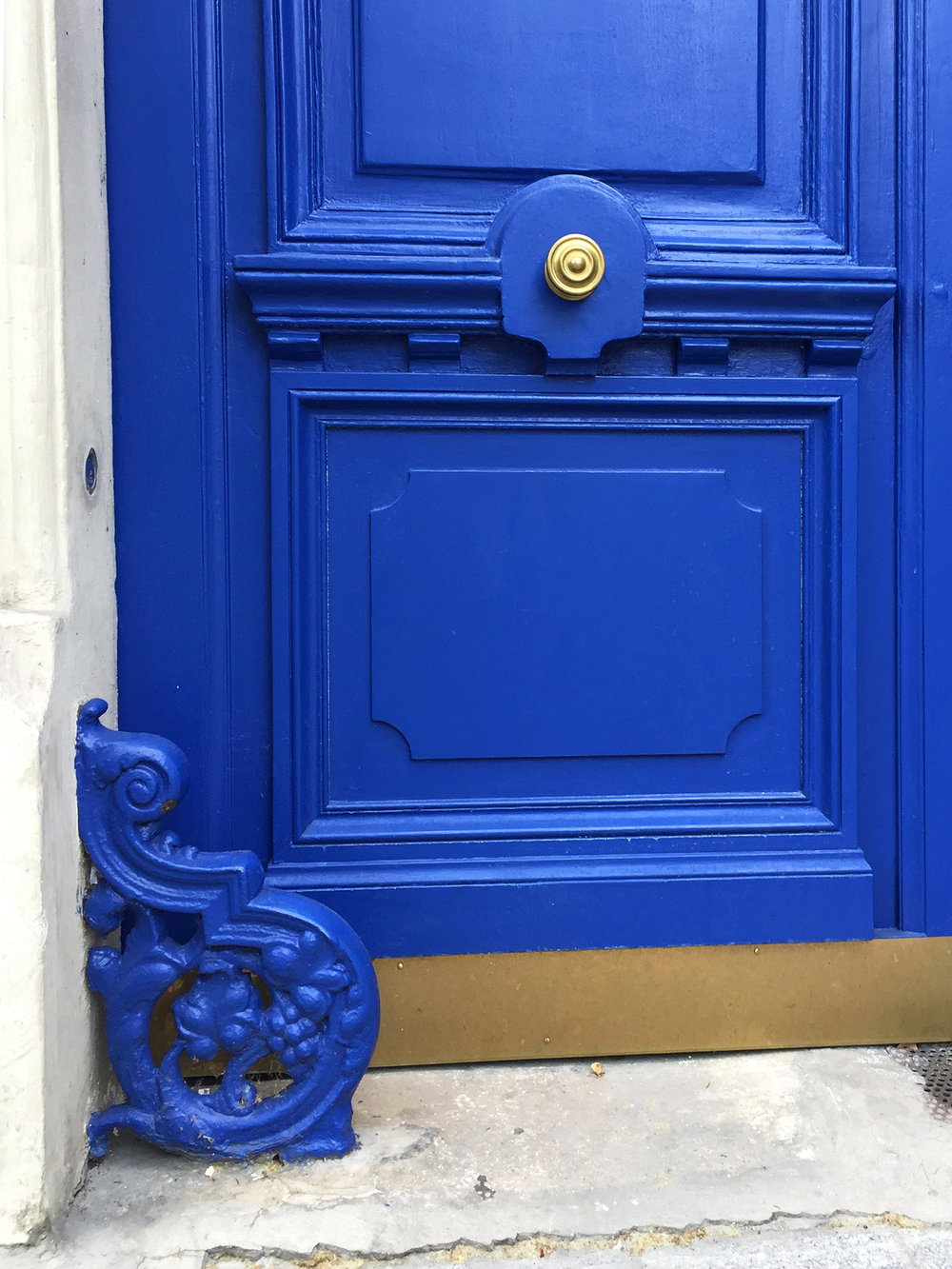 Amazing what a good coat of paint will do! Blue on Blue, rue de Cambrai