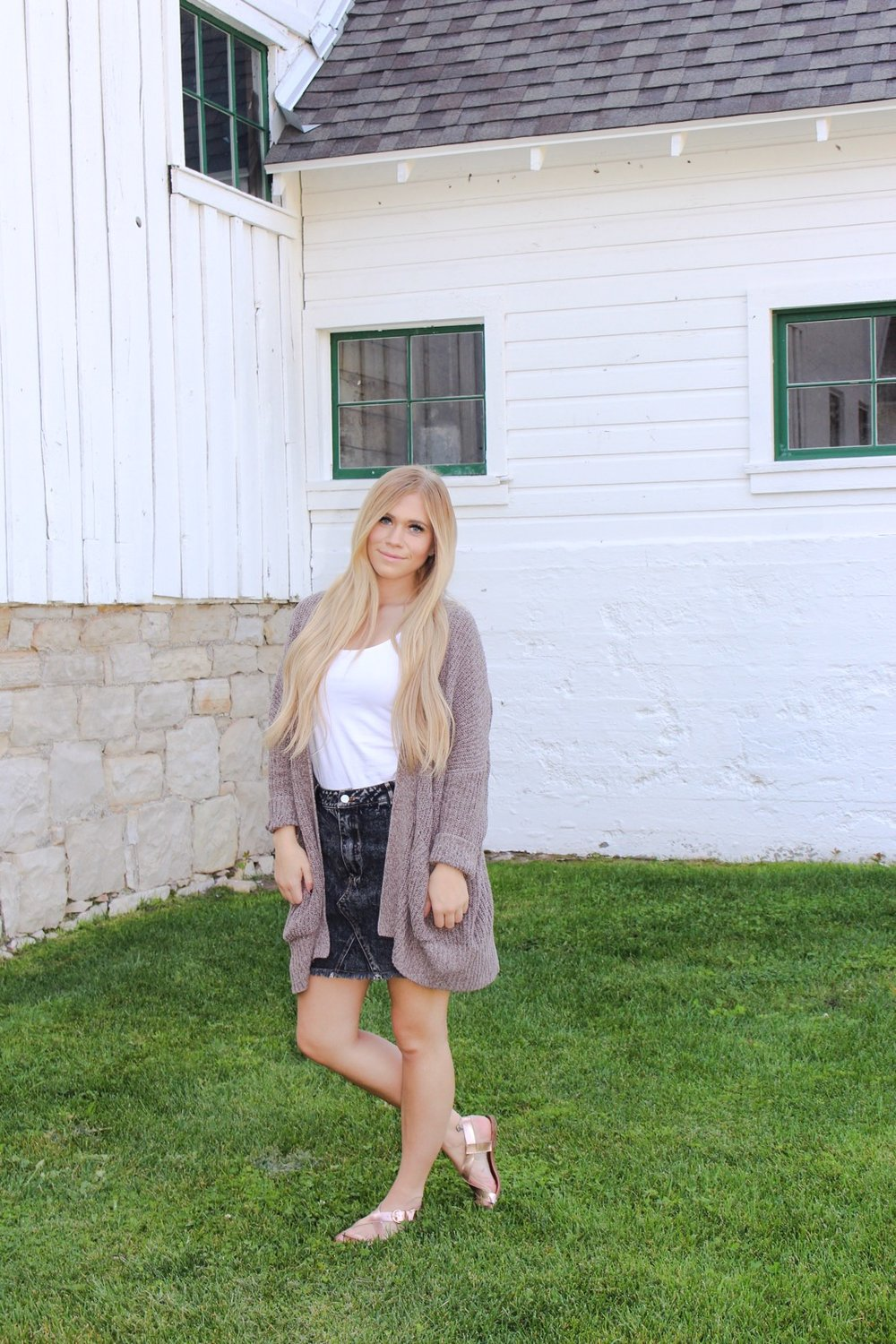 This outfit is the perfect amount of summer and fall combined, a distressed, black denim skirt with a white t shirt. But throw on a loose fitting cardigan and your ready for the cooler temps without being too hot. I paired it with some rose gold sandals so that it still feels casual enough before booty season arrives!