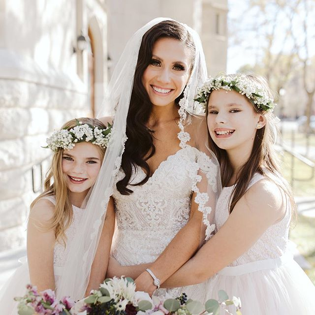 There aren't words in the English language to describe the beauty of this bride and her stunning flower girls! . . Photographer: @kellylemon  Flowers: @theoliveandpoppy