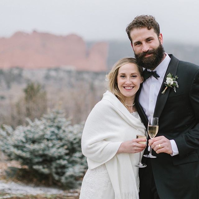 Today's snow day is a great reminder to have a back-up plan for your outdoor ceremony! Colorado can be temperamental, so a plan B is always crucial! You can still get beautiful photos, like this one, even if the weather turns!  @ggresortandclub has beautiful plan B options that still have the incredible view but also keep your guests warm!