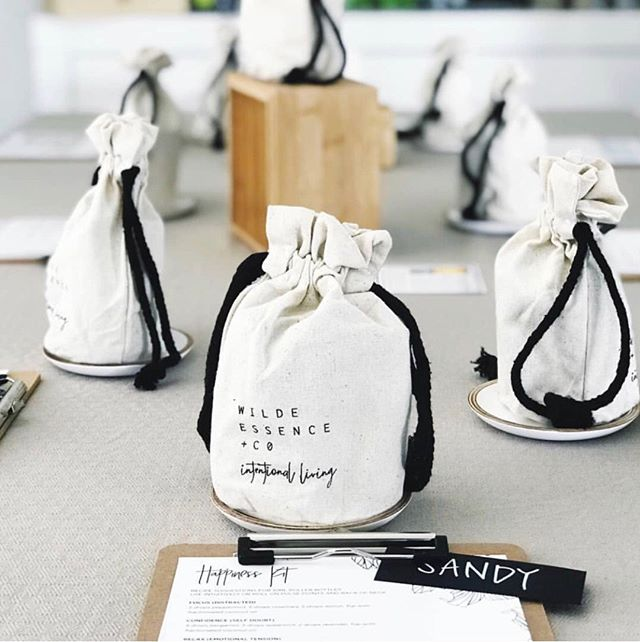 Happiness Make + Take classes ⠀⠀⠀⠀⠀⠀⠀⠀⠀ ⠀⠀⠀⠀⠀⠀⠀⠀⠀ @the.bear.essentials.co is using our Happiness kits to host a beautiful make +take class 😍 How gorgeous is this set up!⠀⠀⠀⠀⠀⠀⠀⠀⠀ ⠀⠀⠀⠀⠀⠀⠀⠀⠀ Our kits come with everything you need including water proof and oil proof labels, suggested recipe cards, empty thick glass roller bottles (with glass roller balls) and these custom linen storage bags⠀⠀⠀⠀⠀⠀⠀⠀⠀ ⠀⠀⠀⠀⠀⠀⠀⠀⠀ Grab yours now at www.wildeessence.co or apply for a Wellness Advocate wholesale account for a discount on bulk purchases at www.wildeessence.co/wholesale⠀⠀⠀⠀⠀⠀⠀⠀⠀ ⠀⠀⠀⠀⠀⠀⠀⠀⠀ .⠀⠀⠀⠀⠀⠀⠀⠀⠀ ⠀⠀⠀⠀⠀⠀⠀⠀⠀ .⠀⠀⠀⠀⠀⠀⠀⠀⠀ ⠀⠀⠀⠀⠀⠀⠀⠀⠀ #essentialoils #essentialoilblends #naturalhealth #naturalliving #wildeessence #intentionalliving #essentialoillabels #essentialoilrecipes #essentialoilclass #rollerbottle #rollerblends #rollerbottleblends #rollerbottleclass #rollerbottlelabels #makeandtakeclass #diyessentialoils #naturalsolutions #naturalwellness  #happiness #moods #emotions #confidence #emotionsmakeandtake #calm #uplift #energise #essentialoildiy