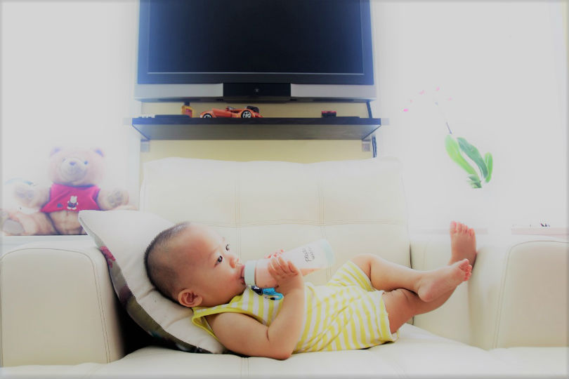 Jinga Life feeding baby 2_810.jpg