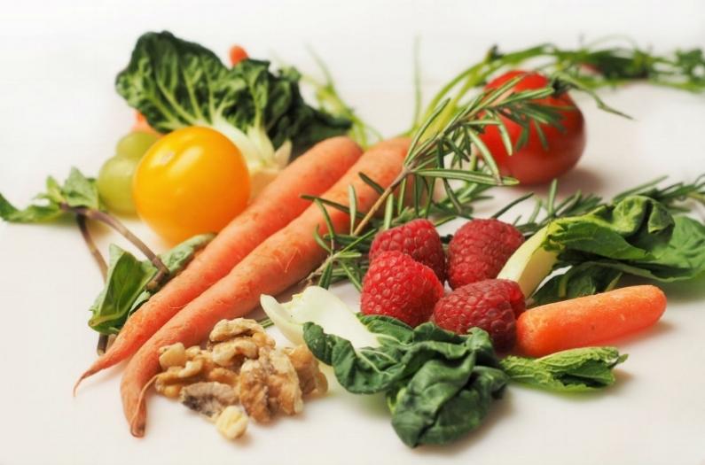 Jinga life carrot-kale-walnuts-tomatoes 33307 BV.jpg