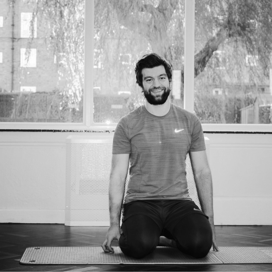WILL PURDUE - I feel Yoga is essential for anyone looking to perform better, and is vital for an athlete to move well and prolong their career. I specialise in yoga for athletes and teach Power yoga. I speak English.