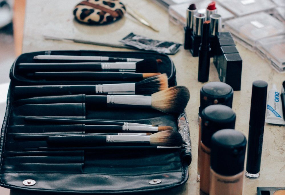 Detox your make-up bag! - Let our experts advise which products/tools you should keep and give you guidance about which colours are best for your skin tone.Make up lesson - £35 (90min)