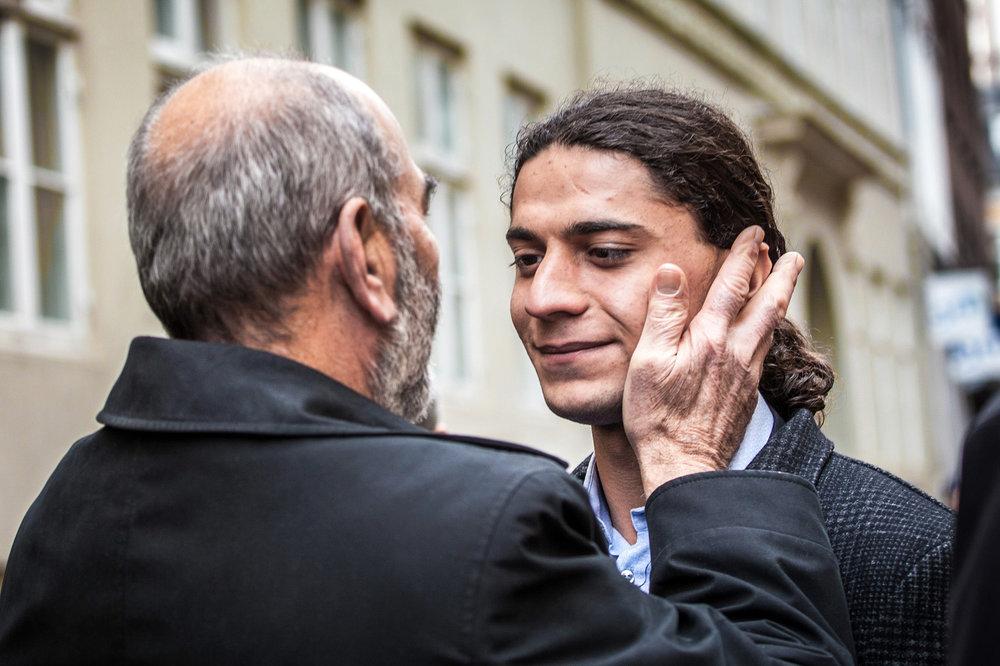 Yahya Hassan og Sergeot Uzan i samtale