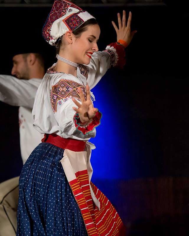 Všetko najlepšie k narodeninám prajeme Zuzke a Matejovi 🍾 . . . . #fsvrsatec #vrsatec #happybirthday #narodeniny #slovakfolklore  Foto: Roman Krnáč