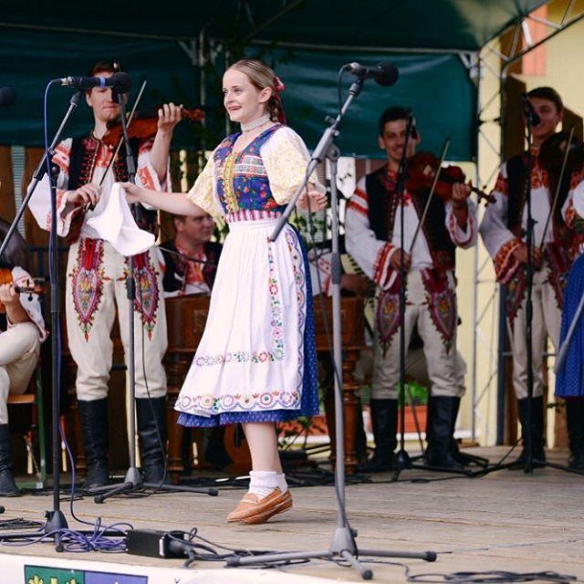 Všetko najlepšie k dnešným narodeninám Ivanka 🙂🍾🎉 #birthdaygirl #fsvrsatec #vrsatec #ivanka #narodeniny #performance #chlebnice #ocova #dance #sing #birhdaywishes #slovakia #tanec