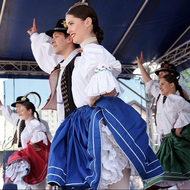 Všetko najlepšie k narodeninám prajeme našej tanečníčke Erike 🙂 #fsvrsatec #vrstatec #1maj #vystupenie #pozdisovce #erika #happybirthday #slovensketradicie #slovakfolklore #dubnica #dubnicanadvahom  Za foto ďakujeme : Zermegh Juraj