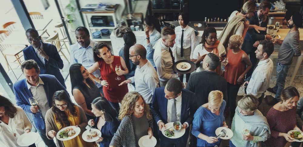 i facebook ads possono aiutarti a far venire un sacco di persone in azienda