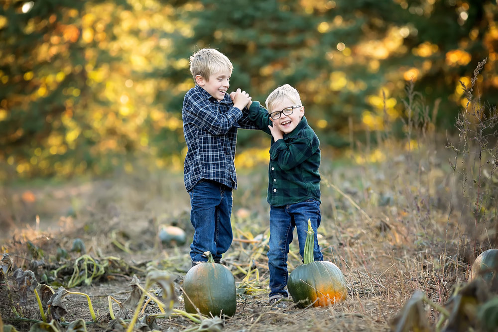 thelogcabin-ottawa-fall-pumpkins-brothers-stephaniemasonphotography