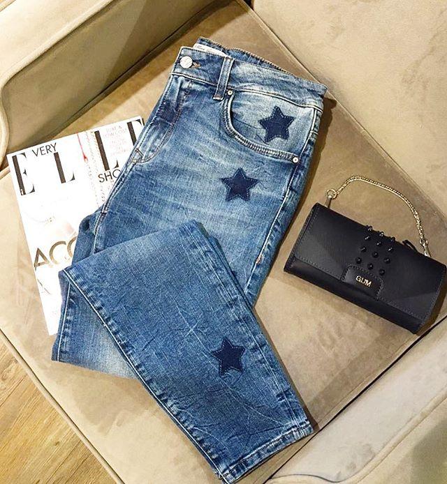 Streifen, Pünktchen, Blumenprints - 2017 ist definitiv  Muster-Hochsaison!! Der derzeitige Lieblingsprint! ⭐️ STERNE! Bei Ann Lisson findest Du viele stylische Looks ! ⭐️ Überzeuge Dich selbst und Besuch uns in der: 🏡Kösiner str 7 14199 Berlin #annlisson#fashion#fashionberlin#jeans#berlin#style#steetstyle#streetstylelookberlin#trends2017#look#fashionlook#
