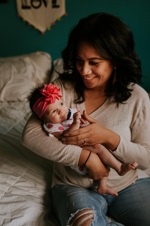 newborn-baby-familyphotoshoot-pink-love-inhome-documentary-medicinehat-alberta-4.jpg