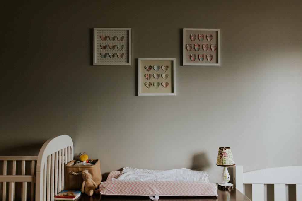 newborn-baby-familyphotoshoot-pink-love-inhome-documentary-medicinehat-alberta-6.jpg