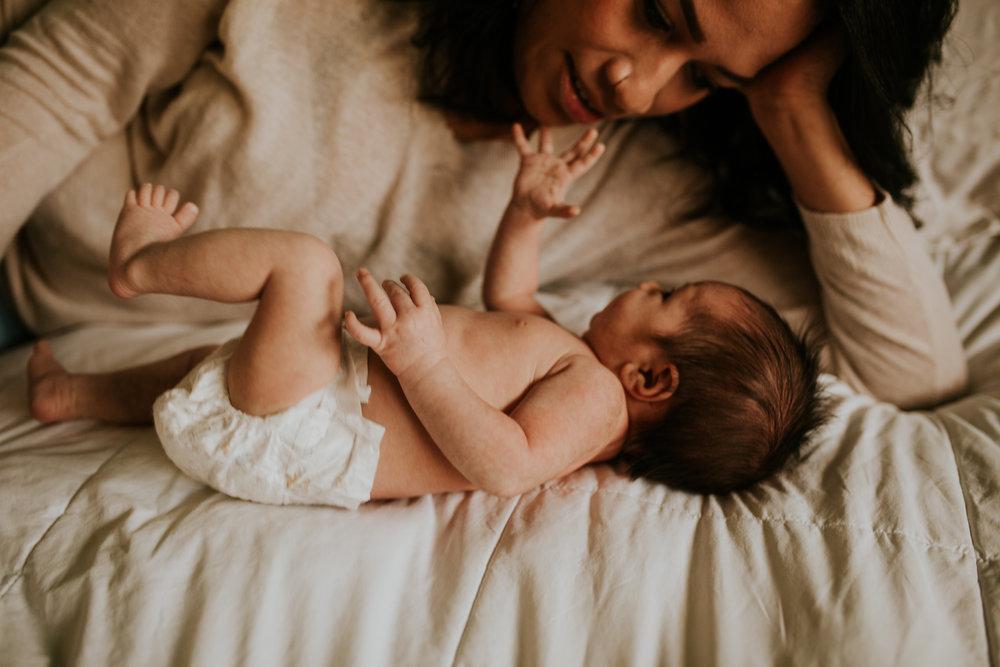 newborn-baby-familyphotoshoot-pink-love-inhome-documentary-medicinehat-alberta-7.jpg