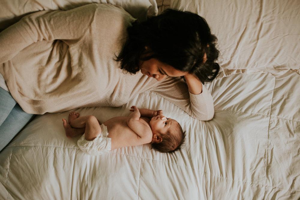 newborn-baby-familyphotoshoot-pink-love-inhome-documentary-medicinehat-alberta-8.jpg