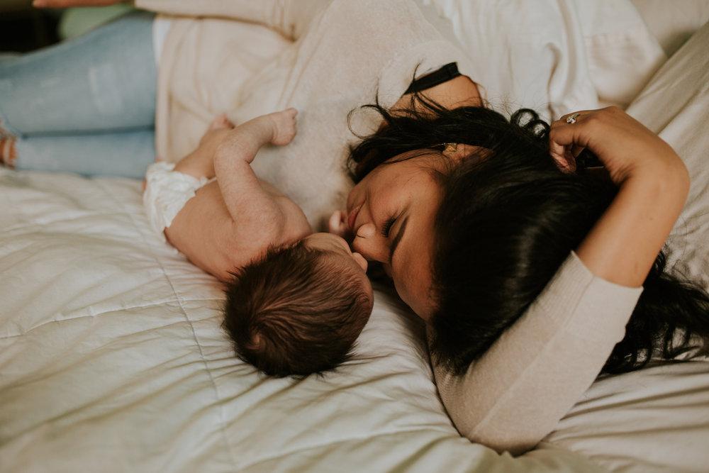 newborn-baby-familyphotoshoot-pink-love-inhome-documentary-medicinehat-alberta-9.jpg