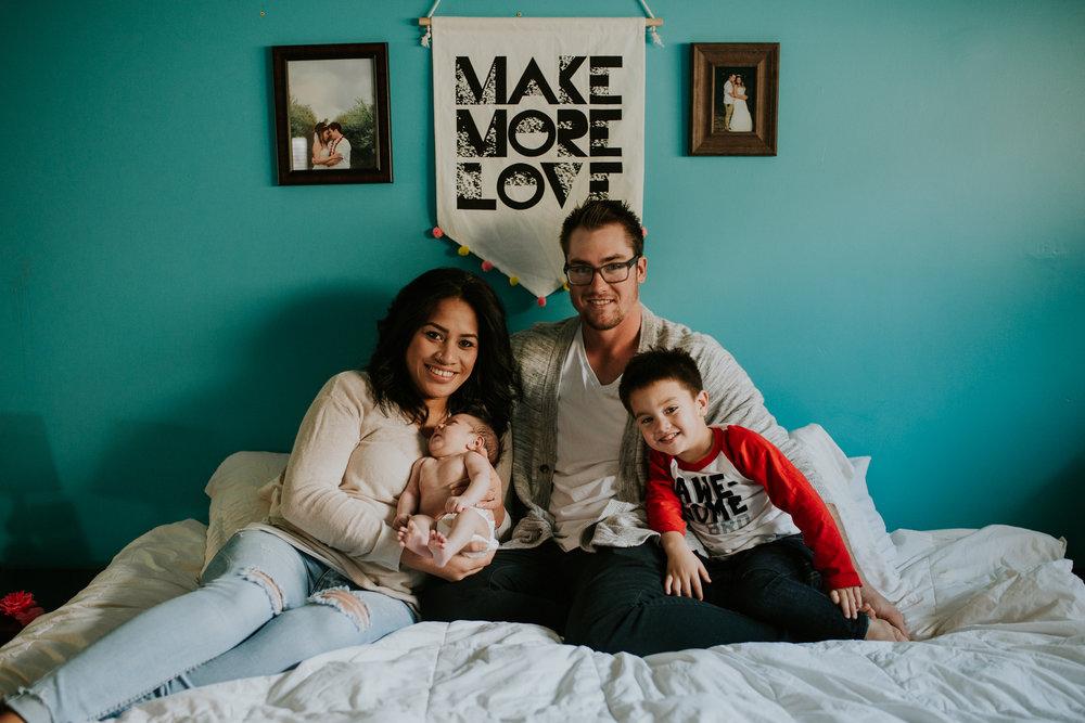 newborn-baby-familyphotoshoot-pink-love-inhome-documentary-medicinehat-alberta-11.jpg