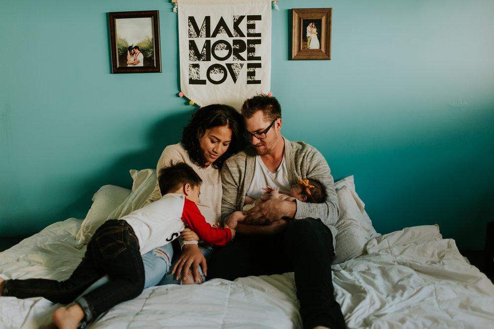newborn-baby-familyphotoshoot-pink-love-inhome-documentary-medicinehat-alberta-25.jpg