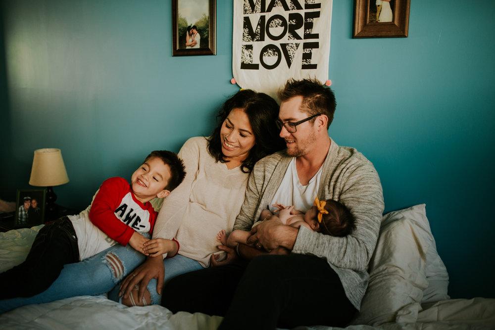 newborn-baby-familyphotoshoot-pink-love-inhome-documentary-medicinehat-alberta-26.jpg