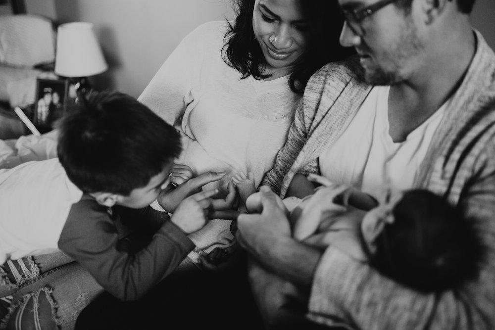 newborn-baby-familyphotoshoot-pink-love-inhome-documentary-medicinehat-alberta-27.jpg