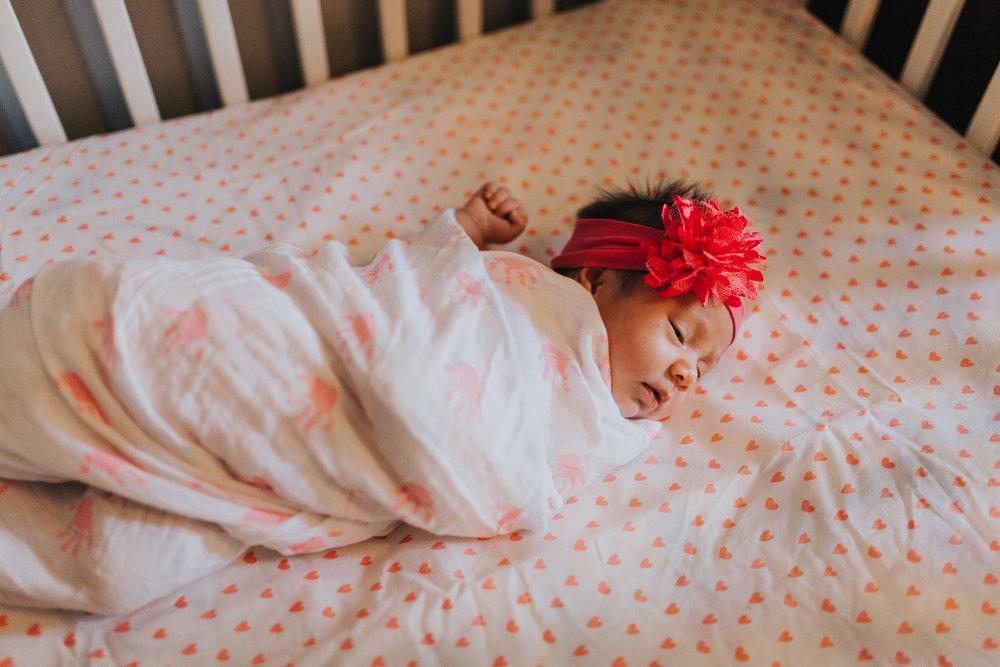 newborn-baby-familyphotoshoot-pink-love-inhome-documentary-medicinehat-alberta-30.jpg