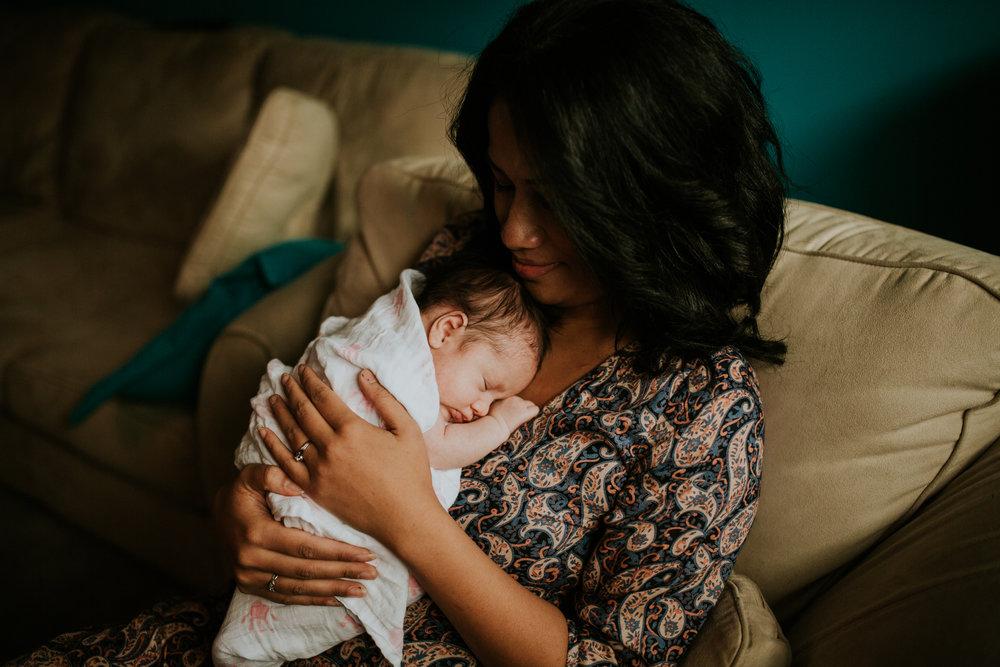 newborn-baby-familyphotoshoot-pink-love-inhome-documentary-medicinehat-alberta-32.jpg