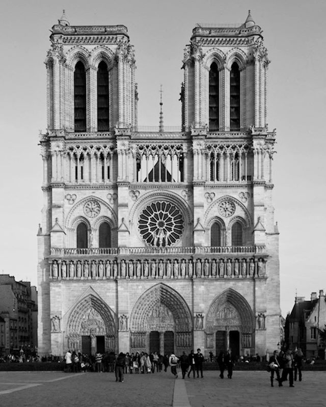 Heartbreaking news 🖤 #prayforparis #notredame