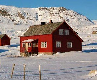 Banemesterboligen - For the Introduction to Cross Country Skiing Course we rent the cozy house, Banemesterboligen. Most bedrooms have multiple beds, so expect to be sharing with your fellow students.