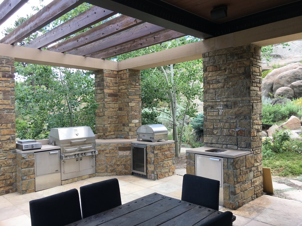 stones for outdoor patio | rock patio designs | outdoor grill
