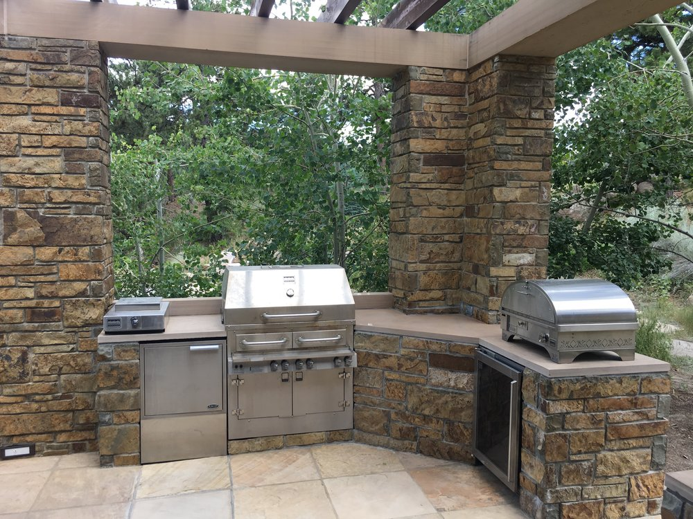 built in bbq | flagstone fire pit | outdoor grill
