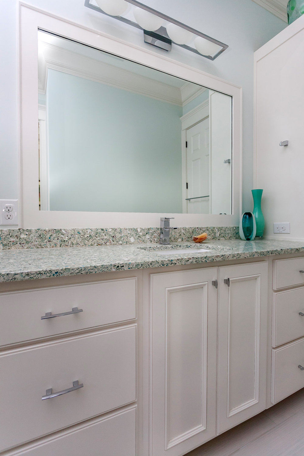 FisherRecycling_2184thAve_Bathroom_Spr15-8.jpg