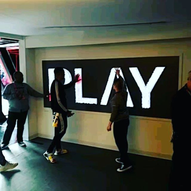 Interactive Fiber Optic Play Wall @verizon . . . . #firston5g #verizon #verizon5g @momentumww #superbowl #superbowl53 #experiential #technology #fiber #5g #backbone #led #touch #interactive #creativetechnology