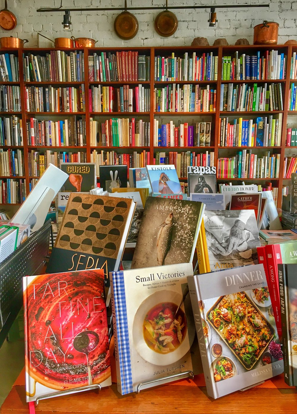 - Market Location/Hours:Address: 509 Elizabeth Street, MelbourneClosed Monday & Wednesday; Tuesday/Thursday 6 a.m. - 2 p.m.; Friday 6 a.m. - 5 p.m.; Saturday 6 a.m.- 3 p.m.; Sunday 9 a.m. - 4 p.m.Books for Cooks: Opens at 9 a.m. seven days a week; 10 a.m. on Sundays.