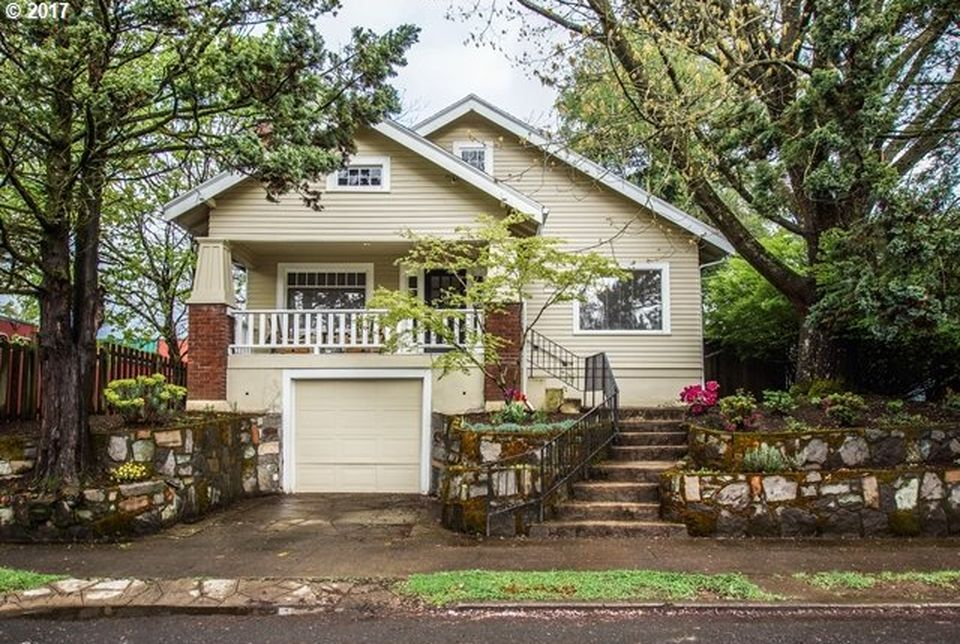 3634 SE 38th Ave  3 BED | 1 BATH | 2,267 SQFT  $449,000